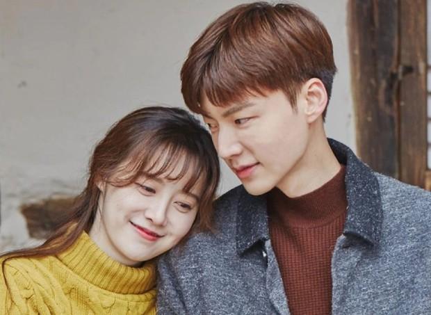 Dispatch bóc trần vụ ly hôn của Goo Hye Sun: Cãi vã vì đưa CEO nữ về nhà giữa đêm, Ahn Jae Hyun cun cút nghe lời vợ - Ảnh 1.