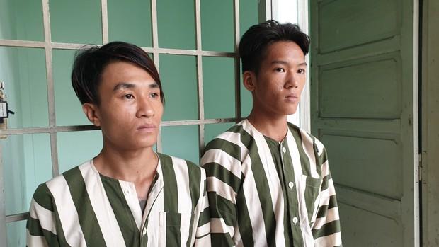 Bắt hai thanh niên thực hiện gần 10 vụ cướp giật tài sản trong 2 ngày ở Sài Gòn - Ảnh 1.