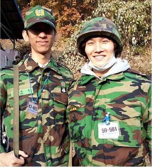 Kim Jong Kook khiến fan lo lắng khi không thể tự đi đứng tại fanmeeting của Running Man - Ảnh 5.