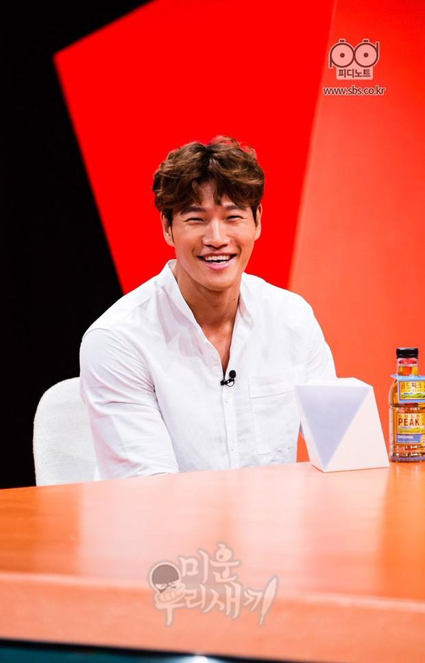 Kim Jong Kook khiến fan lo lắng khi không thể tự đi đứng tại fanmeeting của Running Man - Ảnh 6.