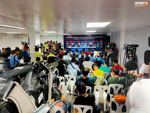 HLV Park Hang-seo phát cáu vì không được phóng viên Thái Lan tôn trọng ở buổi họp báo trước trận - Ảnh 2.