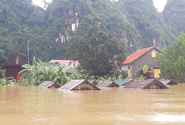 Áp thấp nhiệt đới kỳ dị gây mưa lũ làm 7 người chết, mất tích - Ảnh 1.
