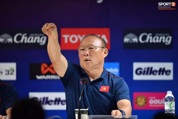 HLV Park Hang-seo phát cáu vì không được phóng viên Thái Lan tôn trọng ở buổi họp báo trước trận - Ảnh 3.