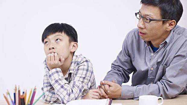 Cha mẹ thông minh hãy nhớ: Đừng khóc lóc trước mặt con cái khi nghèo túng, thay vào đó, hãy dạy chúng nỗ lực thoát nghèo - Ảnh 1.