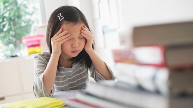 Cha mẹ thông minh hãy nhớ: Đừng khóc lóc trước mặt con cái khi nghèo túng, thay vào đó, hãy dạy chúng nỗ lực thoát nghèo - Ảnh 2.