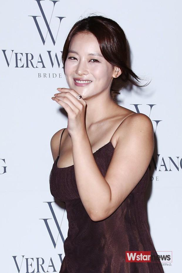So kè nhan sắc màn ảnh giữa Goo Hye Sun và Oh Yeon Seo: Tam Tạng bỗng thành tiểu tam tin đồn chỉ vì quá sexy? - Ảnh 28.
