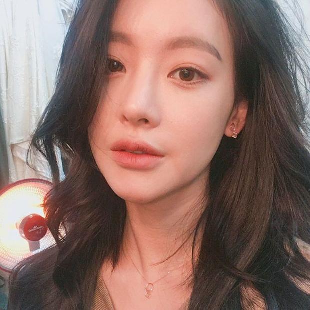 So kè nhan sắc màn ảnh giữa Goo Hye Sun và Oh Yeon Seo: Tam Tạng bỗng thành tiểu tam tin đồn chỉ vì quá sexy? - Ảnh 7.