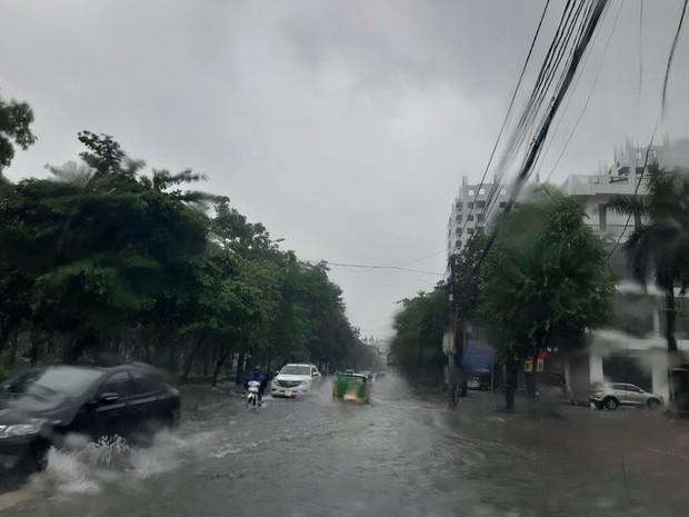 8 người dân đi hái lá nón mắc kẹt trong rừng do mưa lũ - Ảnh 1.