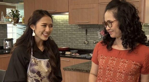 4 cô nàng thảo mai thần sầu của phim Việt: Chị Nguyệt Bầu Trời cũng chẳng bằng cô Nguyệt Nhân Viên Gương Mẫu - Ảnh 9.