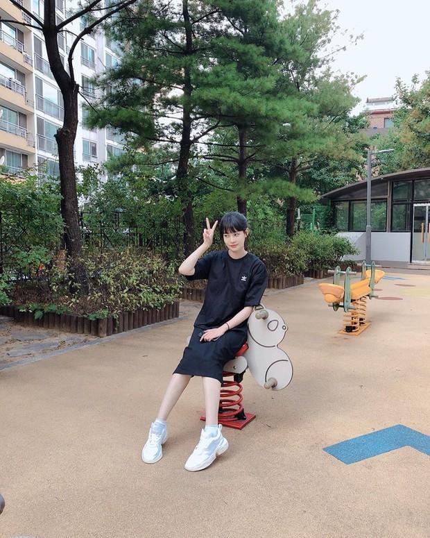 Tiểu tam tin đồn đòi kiện Goo Hye Sun: Thường xuyên lên đồ như nữ sinh dù đã 32 tuổi - Ảnh 4.