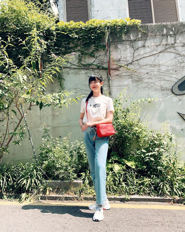 Tiểu tam tin đồn đòi kiện Goo Hye Sun: Thường xuyên lên đồ như nữ sinh dù đã 32 tuổi - Ảnh 5.