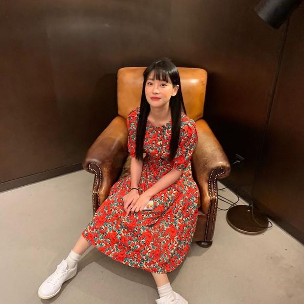 Tiểu tam tin đồn đòi kiện Goo Hye Sun: Thường xuyên lên đồ như nữ sinh dù đã 32 tuổi - Ảnh 8.