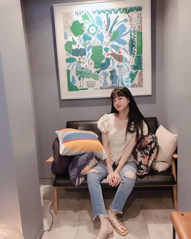 Tiểu tam tin đồn đòi kiện Goo Hye Sun: Thường xuyên lên đồ như nữ sinh dù đã 32 tuổi - Ảnh 10.