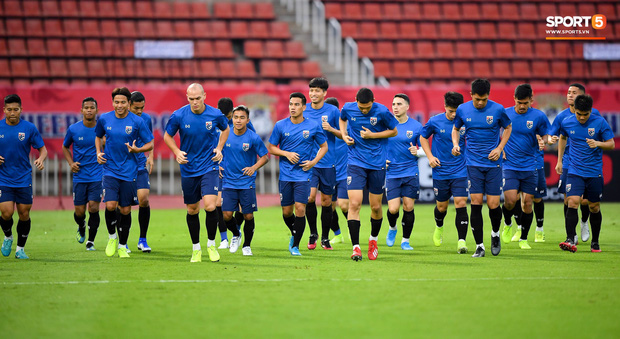 Bóng đá Thái Lan phải vái tứ phương, đi vay tiền để tránh khủng hoảng - Ảnh 1.