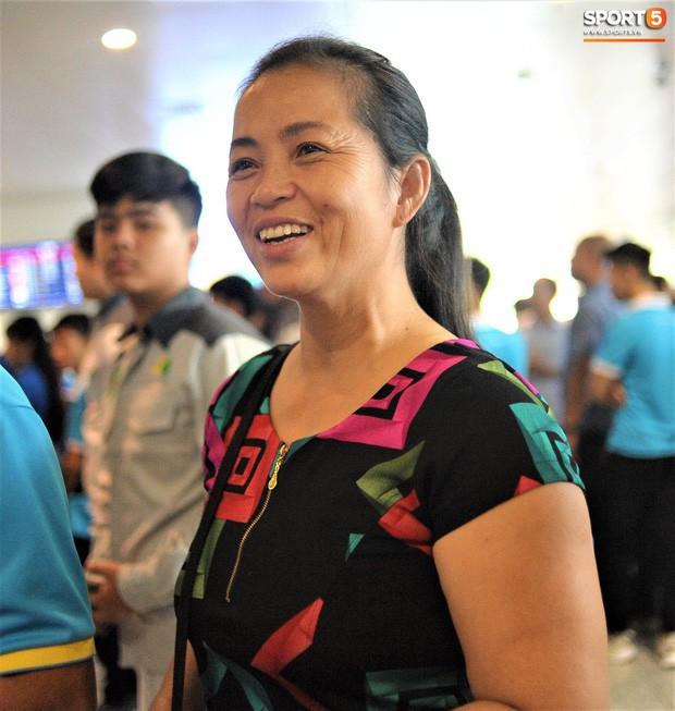 Thái Lan không tạo điều kiện cho gia đình cầu thủ Việt Nam tới dự khán trận quyết đấu - Ảnh 1.