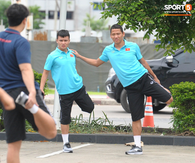 Xuân Trường cà khịa Hồng Duy, tuyển thủ Việt Nam tươi rói sẵn sàng đấu Thái Lan - Ảnh 12.