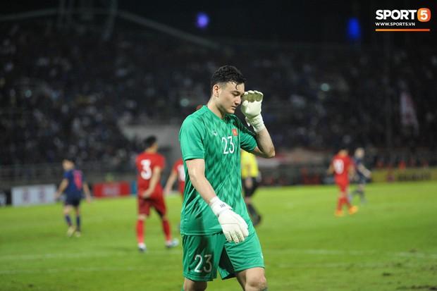 Đặng Văn Lâm: Cái gạt tay lau mồ hôi và áp lực đối đầu tuyển Thái Lan khi đang là cầu thủ Thái League - Ảnh 3.