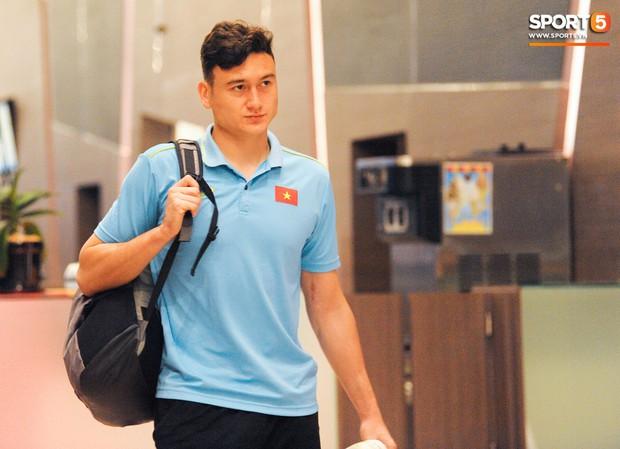 Đặng Văn Lâm: Cái gạt tay lau mồ hôi và áp lực đối đầu tuyển Thái Lan khi đang là cầu thủ Thái League - Ảnh 9.