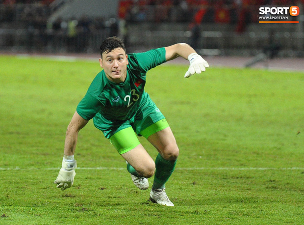 Đặng Văn Lâm: Cái gạt tay lau mồ hôi và áp lực đối đầu tuyển Thái Lan khi đang là cầu thủ Thái League - Ảnh 4.