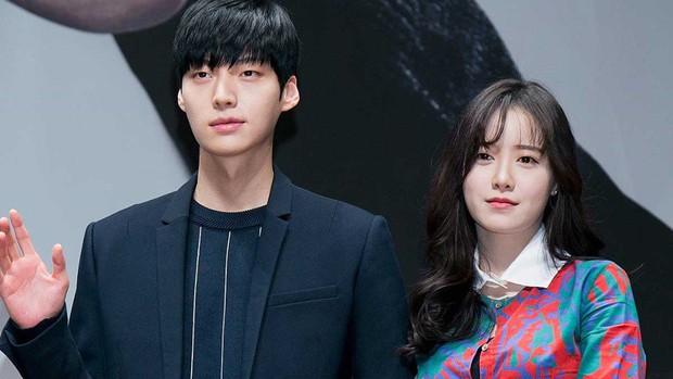 Xem drama của Goo Hye Sun và Ahn Jae Hyun cứ thấy quen quen, hoá ra y hệt chuyện tình dắt mũi cả thế giới Gone Girl? - Ảnh 4.