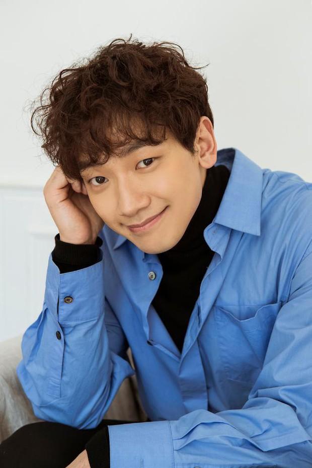 9 sao Hàn có điểm thi đại học khủng nhất Kbiz: Song Joong Ki đã đỉnh, vợ chồng Kim Tae Hee - Bi Rain còn đỉnh hơn - Ảnh 1.