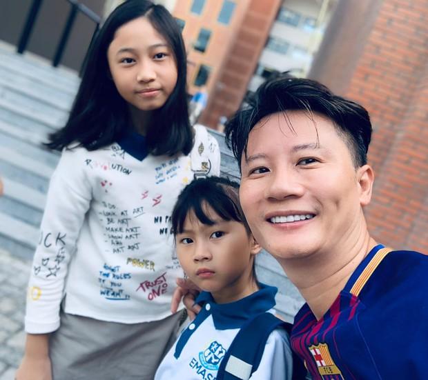 Vợ chồng Đăng Khôi, MC Hoàng Linh cùng dàn sao Việt rộn ràng đưa con cưng đến trường ngày đầu năm học mới - Ảnh 6.