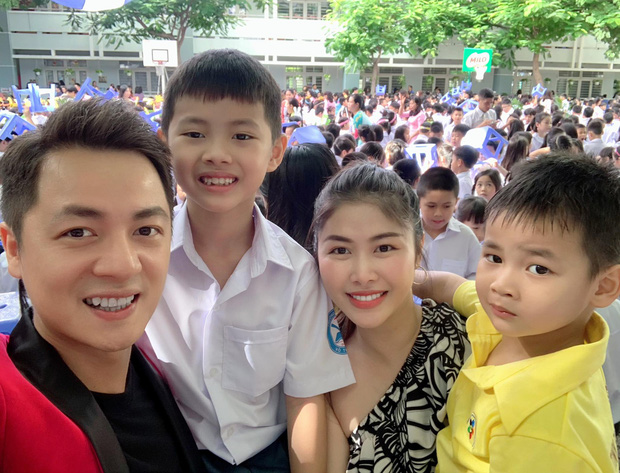 Vợ chồng Đăng Khôi, MC Hoàng Linh cùng dàn sao Việt rộn ràng đưa con cưng đến trường ngày đầu năm học mới - Ảnh 2.