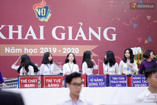 Ngôi trường THPT ở Hà Nội được khen ngợi hết lời vì thả chim bồ câu thay vì thả bóng bay ngày khai giảng - Ảnh 11.