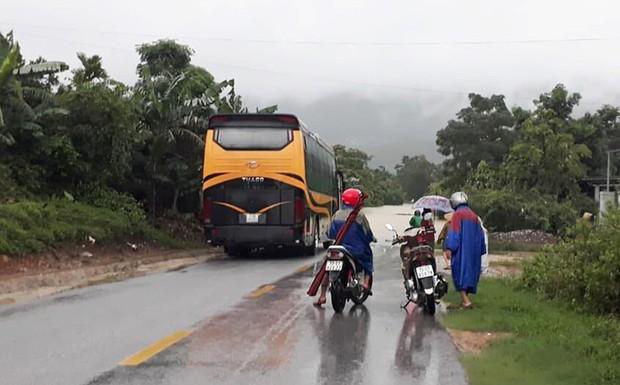 Hơn 200 trường học ở Quảng Bình không thể khai giảng vì mưa lũ - Ảnh 3.