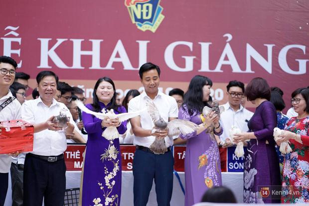 Ngôi trường THPT ở Hà Nội được khen ngợi hết lời vì thả chim bồ câu thay vì thả bóng bay ngày khai giảng - Ảnh 3.