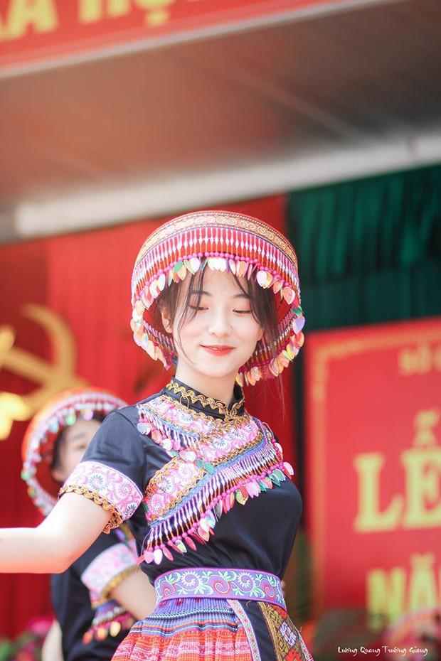 Múa cover Để Mị nói cho mà nghe, nữ sinh Thái Nguyên nhận bão like nhờ thần thái cùng vẻ ngoài xinh nổi bật - Ảnh 6.