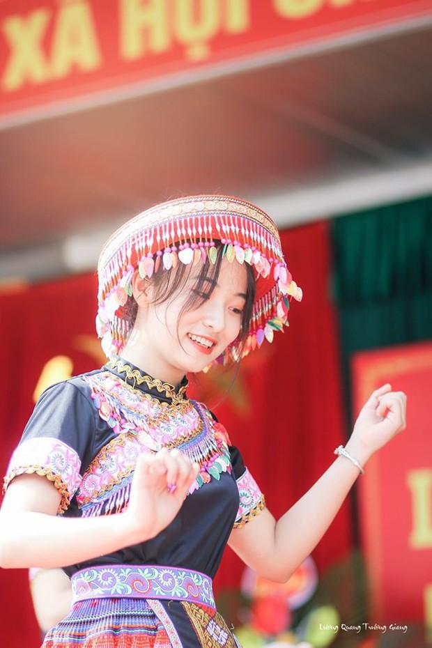 Múa cover Để Mị nói cho mà nghe, nữ sinh Thái Nguyên nhận bão like nhờ thần thái cùng vẻ ngoài xinh nổi bật - Ảnh 5.