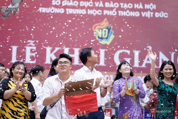Ngôi trường THPT ở Hà Nội được khen ngợi hết lời vì thả chim bồ câu thay vì thả bóng bay ngày khai giảng - Ảnh 5.