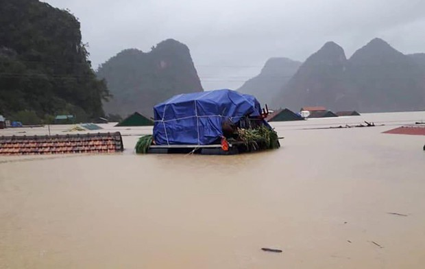 Hơn 200 trường học ở Quảng Bình không thể khai giảng vì mưa lũ - Ảnh 2.