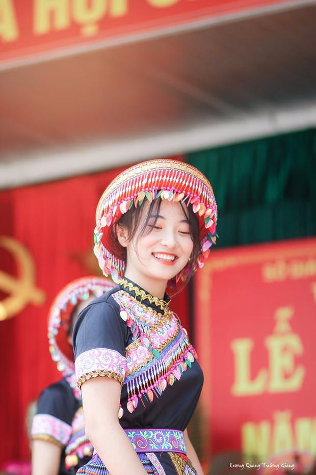 Múa cover Để Mị nói cho mà nghe, nữ sinh Thái Nguyên nhận bão like nhờ thần thái cùng vẻ ngoài xinh nổi bật - Ảnh 3.