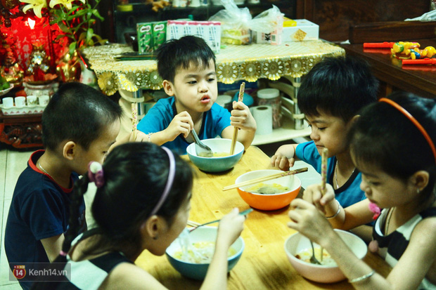 5 siêu nhân nhí trong ca sinh năm đầu tiên ở Việt Nam lém lỉnh ngày khai giảng: Xin chào lớp 1! - Ảnh 2.