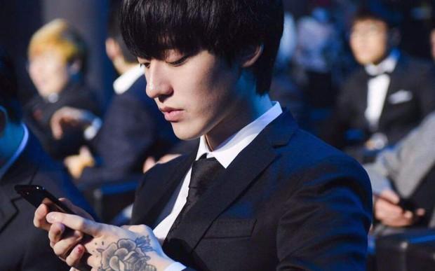 Không phải idol nào đâu, anh chàng này là một trong những game thủ đẹp trai nhất thế giới, xứng danh Tiêu Nại đời thực đấy! - Ảnh 1.