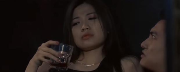 Nhìn Khuê sưa quá chén, Thái (Hoa Hồng Trên Ngực Trái) liền xỉa xói vợ: Cô chỉ biết ăn, đẻ và nói xấu chồng - Ảnh 7.