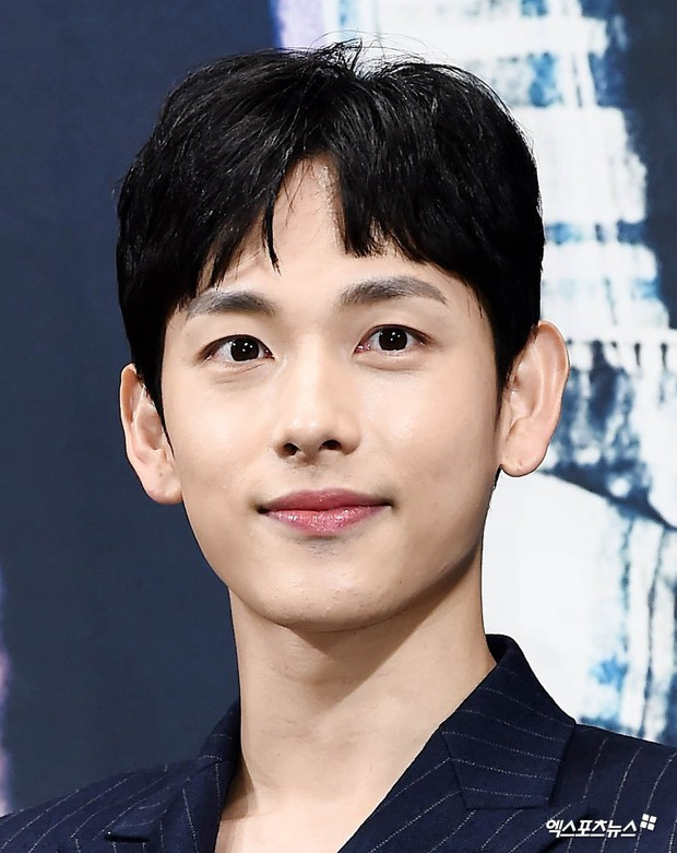 9 sao Hàn có điểm thi đại học khủng nhất Kbiz: Song Joong Ki đã đỉnh, vợ chồng Kim Tae Hee - Bi Rain còn đỉnh hơn - Ảnh 5.