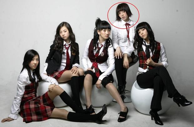 """3 lùm xùm rời nhóm bí ẩn nhất lịch sử Kpop: Toàn """"gà"""" JYP, màn dứt áo của 1 nam idol còn sốc hơn cả Somi - Ảnh 2."""
