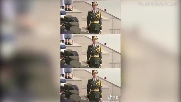 Nữ quân nhân gây sốt MXH vì nhan sắc tựa thiên thần, bỏ nghề người mẫu nội y để tham gia quân đội - Ảnh 2.