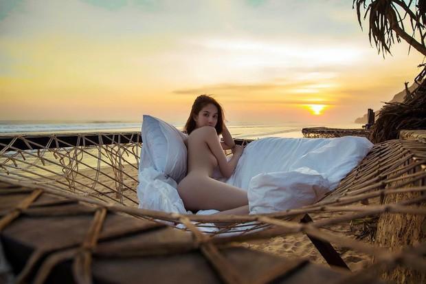 Hai chuyến du lịch bão táp nhất của Vbiz 2019 gọi tên Kỳ Duyên, Minh Triệu và Ngọc Trinh: Cảm hứng nude cứ phải gọi là dâng trào luôn! - Ảnh 7.