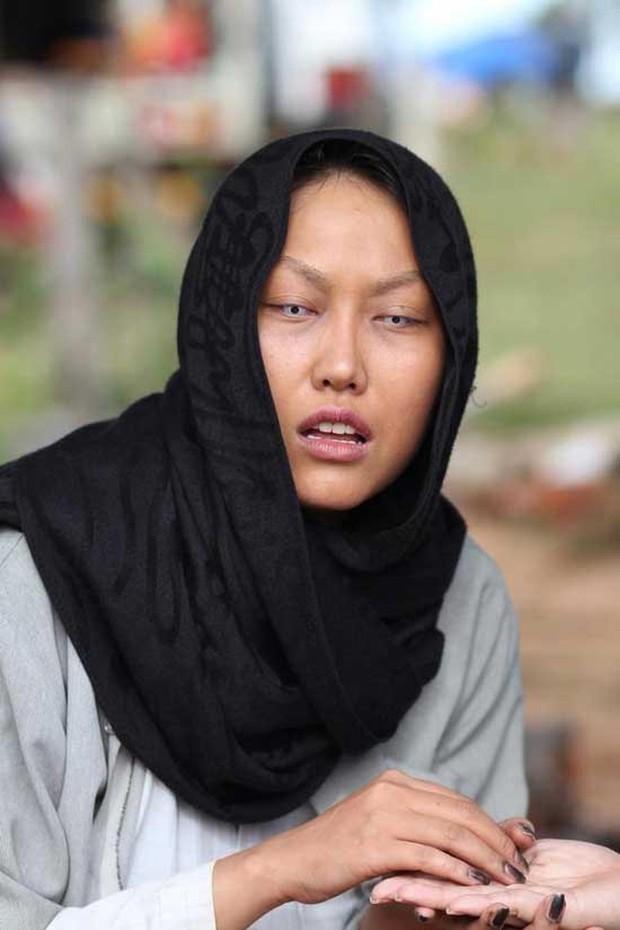 Muôn kiểu thầy bói trong phim Việt: Số 1 khiến Thái Hoa Hồng Trên Ngực Trái phải tin sái cổ - Ảnh 4.