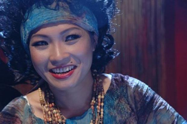 Muôn kiểu thầy bói trong phim Việt: Số 1 khiến Thái Hoa Hồng Trên Ngực Trái phải tin sái cổ - Ảnh 7.