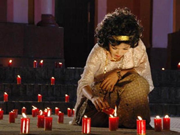Muôn kiểu thầy bói trong phim Việt: Số 1 khiến Thái Hoa Hồng Trên Ngực Trái phải tin sái cổ - Ảnh 8.
