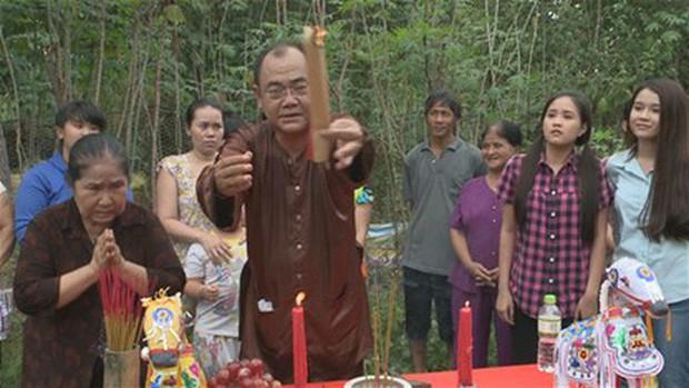 Muôn kiểu thầy bói trong phim Việt: Số 1 khiến Thái Hoa Hồng Trên Ngực Trái phải tin sái cổ - Ảnh 11.