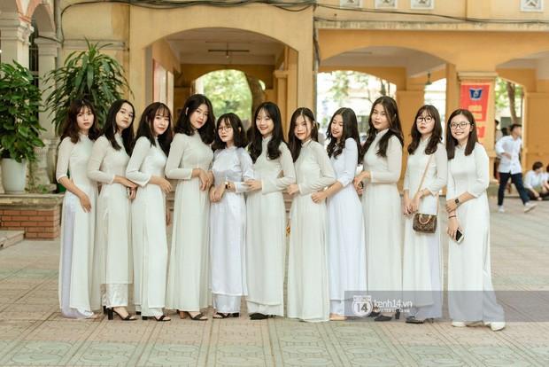 Nữ sinh trường Phan Đình Phùng: Gây sốt mạng mỗi mùa khai giảng, gái xinh năm nay còn nhiều hơn năm ngoái! - Ảnh 2.
