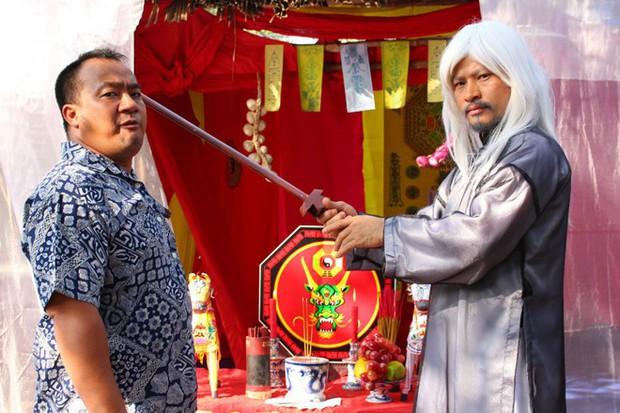 Muôn kiểu thầy bói trong phim Việt: Số 1 khiến Thái Hoa Hồng Trên Ngực Trái phải tin sái cổ - Ảnh 10.