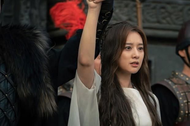 Sau khi bái bai Hotel Del Luna, Song Joong Ki cùng bom tấn 700 tỉ Arthdal có gì để đài tvN níu chân khán giả? - Ảnh 2.