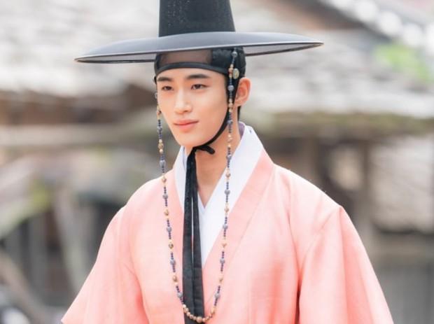 4 lý do phải xem lẹ Sạp Mai Mối Thời Joseon: Đội trai đẹp chống ế cho chị em đến tuổi cập kê dễ cưng chịu không nổi luôn á! - Ảnh 5.